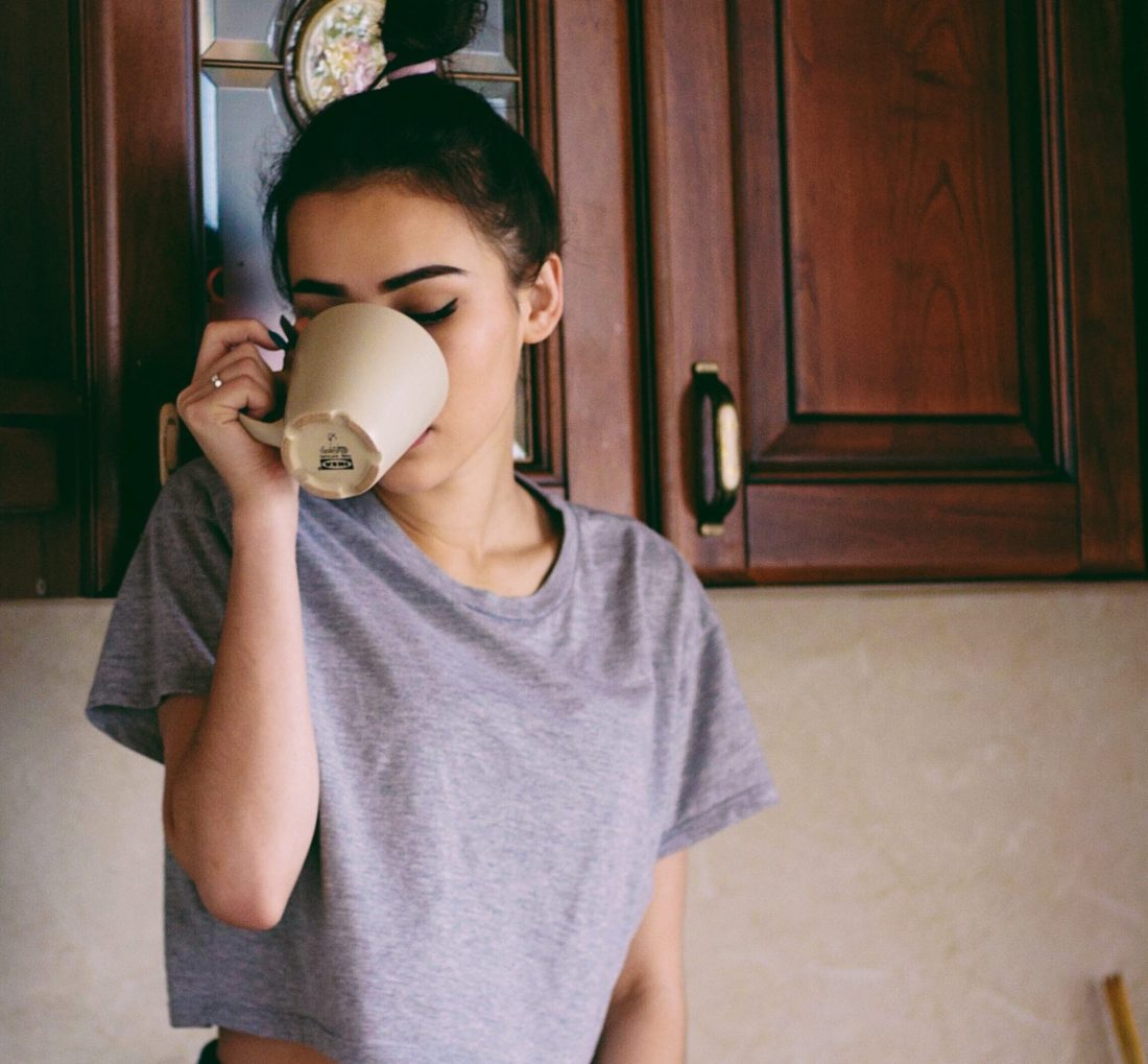 maximize your mornings, girl holding coffee cup